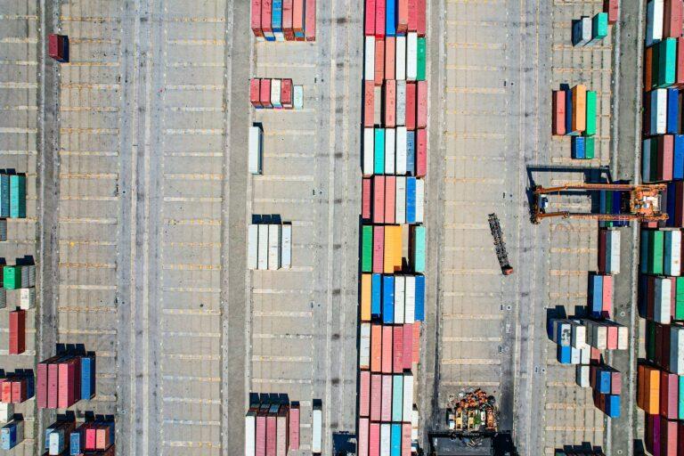 Do jakich krajów serwis statkiem.pl realizuje transport morski?